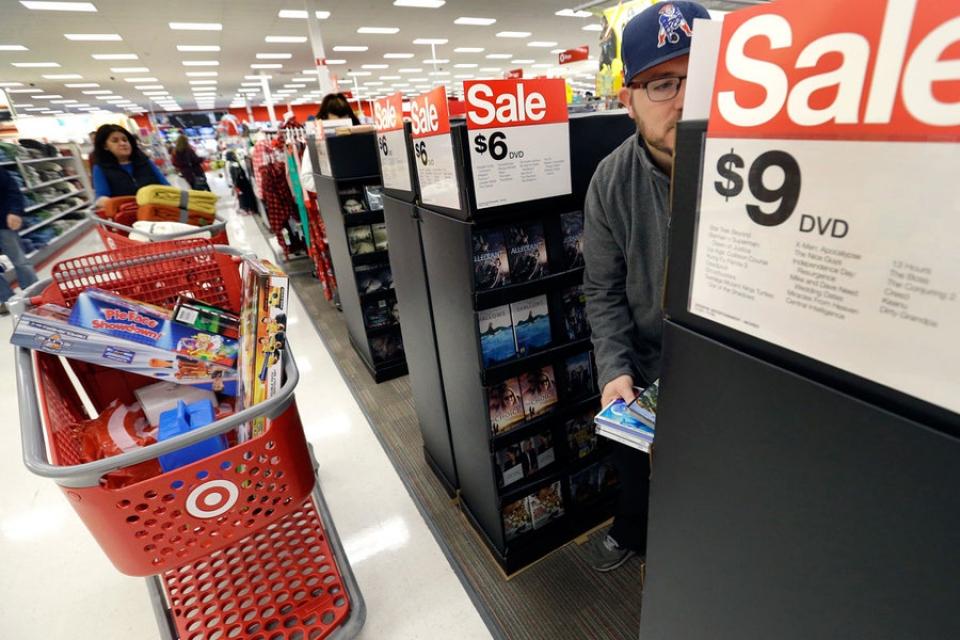 Khối lượng bán lẻ tiếp tục giảm, giảm thêm 23,4% so với năm ngoái, mặc dù các đường ống vẫn ổn định. đầu tư Mỹ